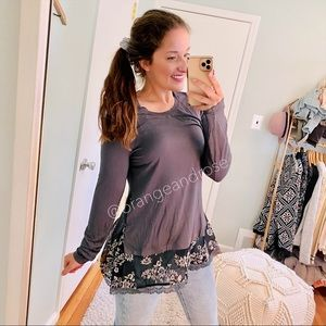 NEW LOGO Gray Lace Floral Oversized Soft Top XS